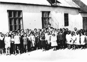 13 deti pred skolou