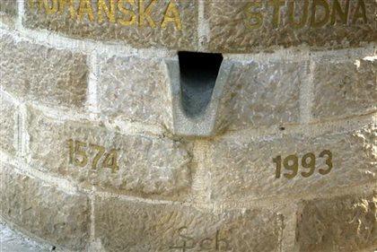 Horanská studňa - nápis