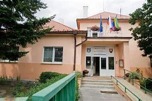 Budova miestneho úradu - bývalá Obecná škola