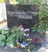 Náhrobok Dr. Gustáva Husáka