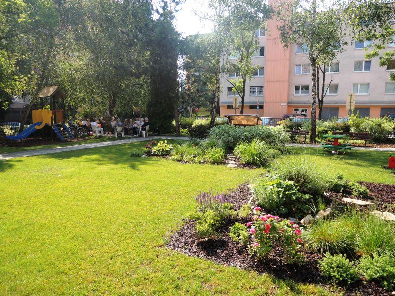 NÁRUČ Senior & Junior terapia v záhrade