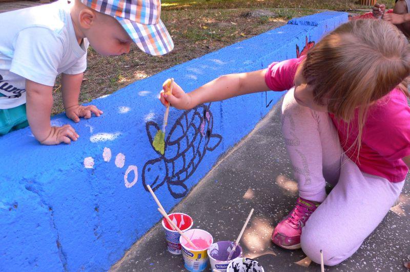 OZ Späť pod stromy - maľovanie múrikov